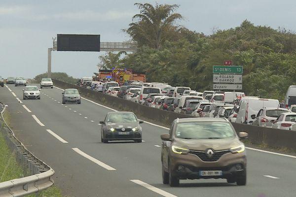 Accident et embouteillage sur la quatre-voies de Sainte-Marie