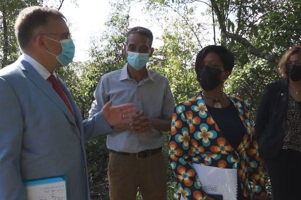 Le Préfet Thierry Queffelec et la maire de Cayenne, Sandra Trochimara en visite le 17 mars