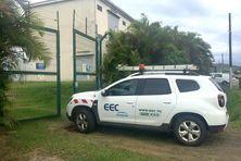 Un véhicule d'EEC devant le poste-source de Boulari, ce 22 février.