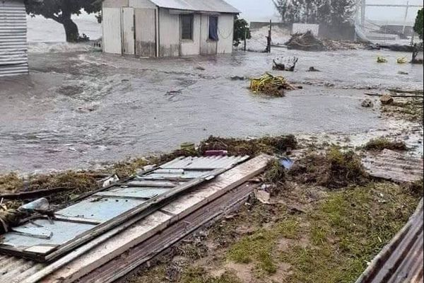 Le cyclone Tino a fait de lourds dégâts à Tonga