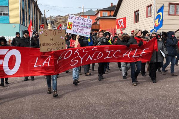 Un cortège emmené par le syndicat FO