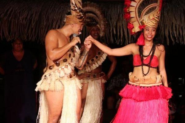Il lui fait sa demande en mariage en plein spectacle de danse...