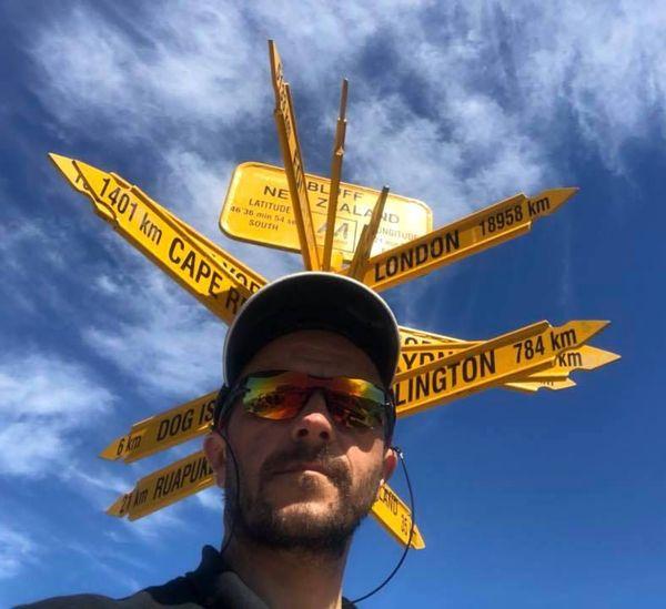 Rotary tour nouvelle-zélande 2018 selfie de Pascal Temmar au panneau de Bluff (février 2018)