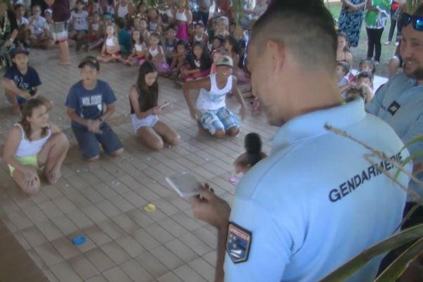 A Raiatea, 27 élèves du CM2 de l'école Anne Marie Javouhey reçoivent « leur permis internet »