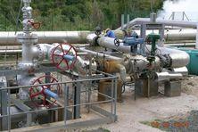 Vue des puits de la Centrale géothermique de Bouillante