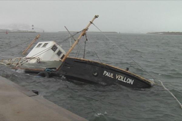 Le Paul Veillon couché sur babord