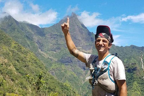 Il veut monter les 4 plus hauts sommets de Tahiti... à la suite
