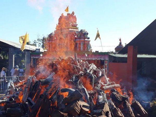 Préparatifs marche sur le feu temple Maryem Péroumal Saint André 010718