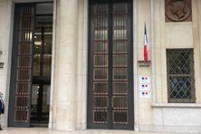 C'est à cet endroit, dans le 7e arrondissement de Paris, que se tiendra la table ronde. Ce bâtiment regroupe les services du 1er ministre, du ministère de la Mer et du ministère chargé de la Ville.