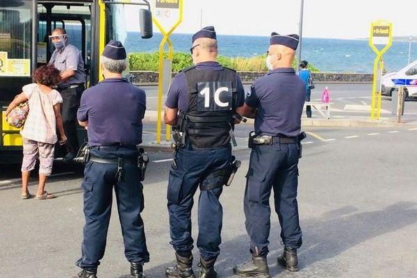 coronavirus déconfinement police masque bus gare routière Saint-Denis 110520