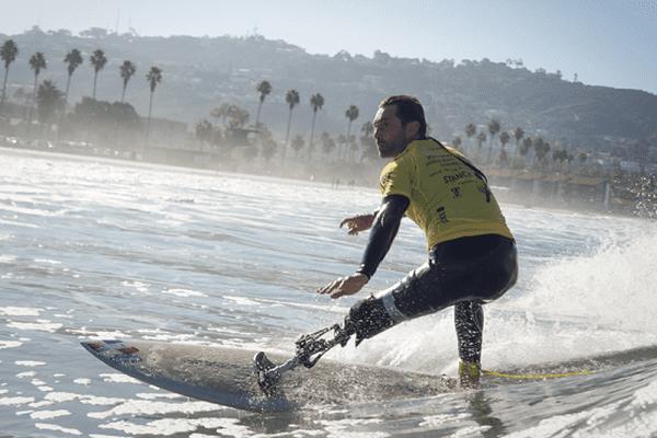 Victime d'une attaque de requin à La Réunion en 2011, Eric Dargent a à nouveau décroché le titre de vice-champion du monde de Para surf, dimanche 3 décembre