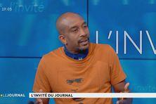 L'essayiste Karfa Diallo (invité du journal de Martinique la 1re du 21 juillet 2020), participera au débat.