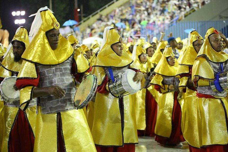 Le carnaval de Rio entre splendeur et contestation au sambodrome - Outre-mer la 1ère