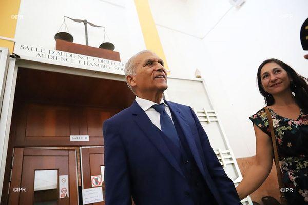 Armand Apavou et sa femme devant la Cour d'appel de Saint-Denis, en 2018.