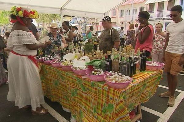 Les marchands du célèbre marché de Fort-de-France
