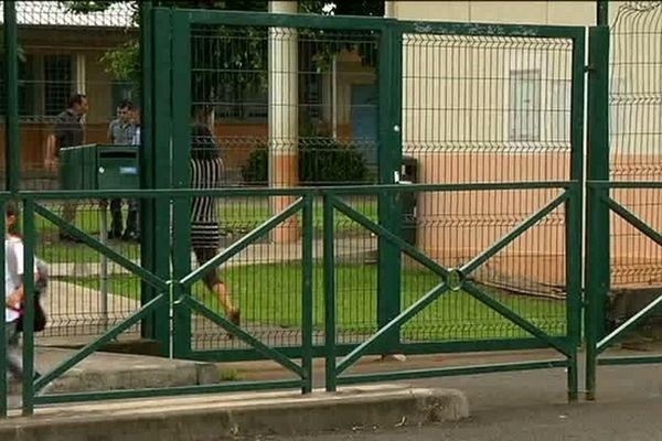 Ste-Suzanne : Ecole fermée à la Marine