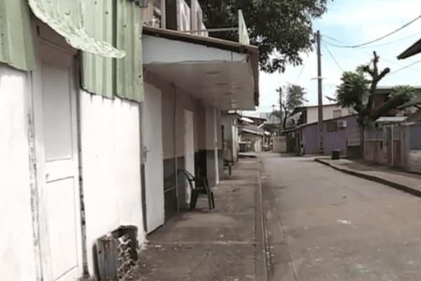 Une rue du quartier de la Crique