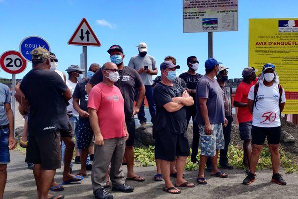 Les pêcheurs de Sainte-Marie bloquent l'accès au Port
