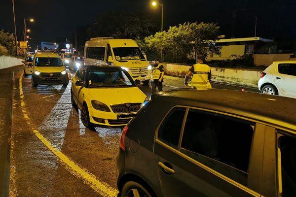 Contrôle de gendarmerie à Schoelcher nuit couvre-feu