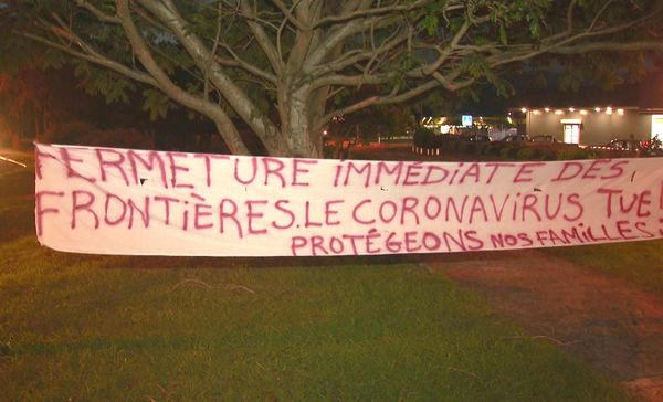Manifestation à l'aéroport, coronavirus, 20 mars 2020