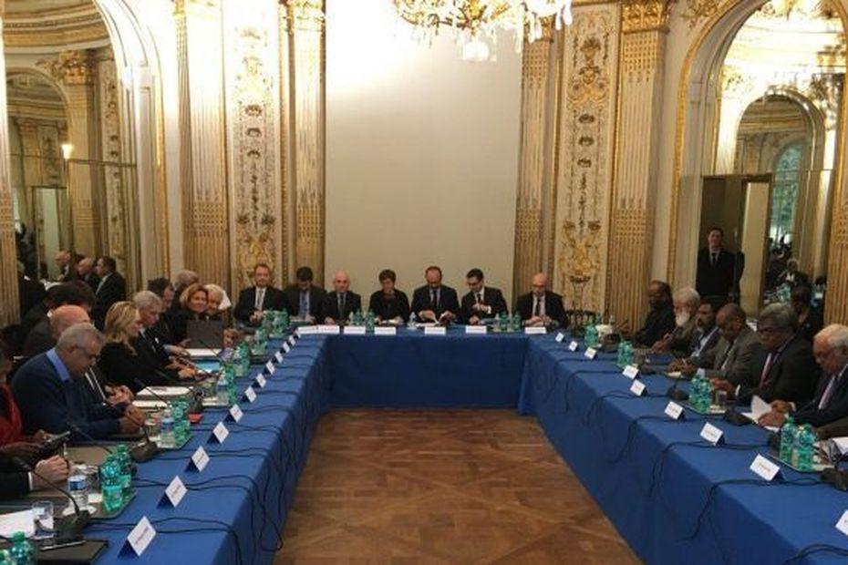 """Premier comité des signataires depuis le """"non"""" à l'indépendance - Polynésie la 1ère"""