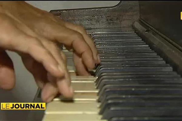 Le piano du Queen's offert à la mairie de Papeete