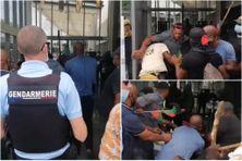 Des militants Rouge-Vert-Noir tentent d'envahir le centre commercial de Génipa à Ducos en présence des clients (février 2021).