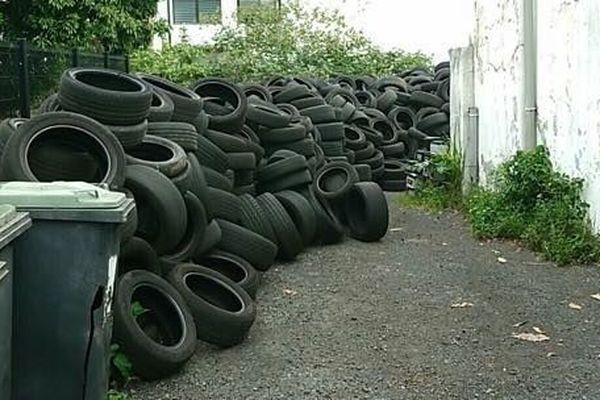 Stockage pneus dengue
