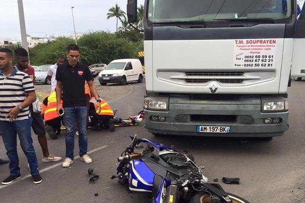 Collision moto camion