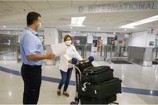 Une passagère arrive à l'aéroport international de Miami, en Floride (Etats-Unis), le 29 mai 2021.