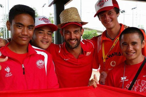 L'équipe tahitienne de tennis : Angelo Yersin, Reynald Taaroa, Patrice Cotti, Reihiti Chin Meun, Heve Kelley. PNG2015