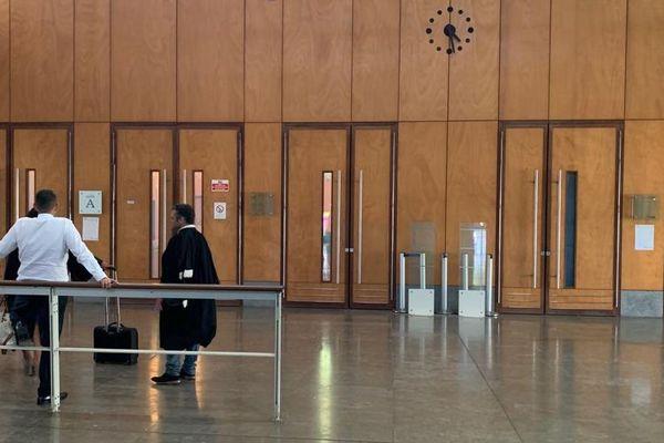 intérieur tribunal