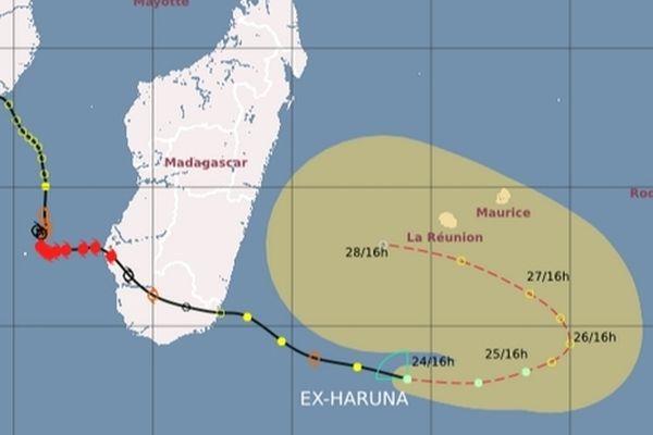 La dépression subtropicale (ex-Haruna) est à 635 km de La Réunion