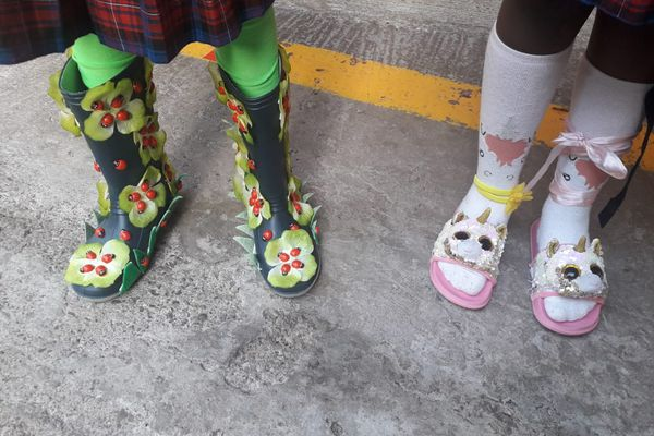 """""""Crazy Shoes Day"""" duo"""