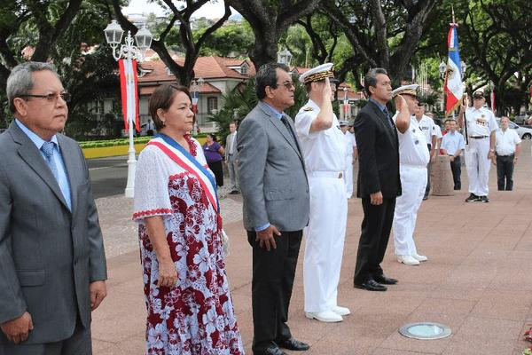 Cérémonie au monument aux morts de Papeete