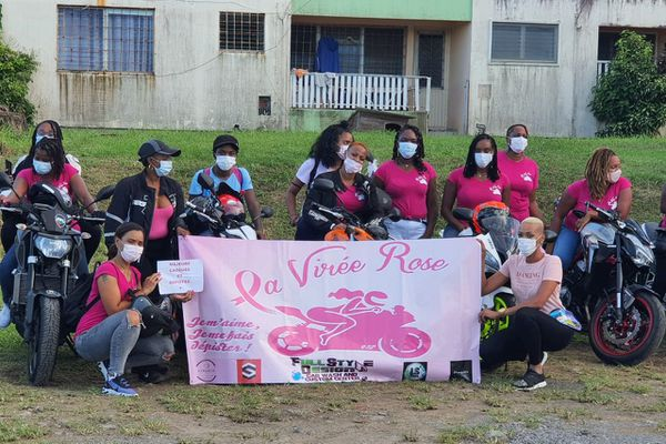 Femmes à moto