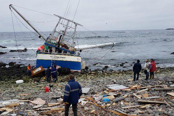Une opération de pompage sur le navire échoué sur l'Ile aux Marins