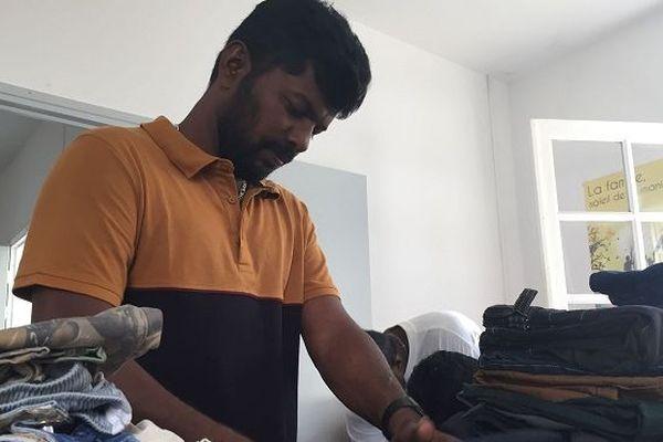 Logement, nourriture, cours de Français : les premiers pas des migrants sri-lankais à La Réunion