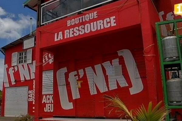 Les propriétaires de boutiques marrons lourdement condamnés...