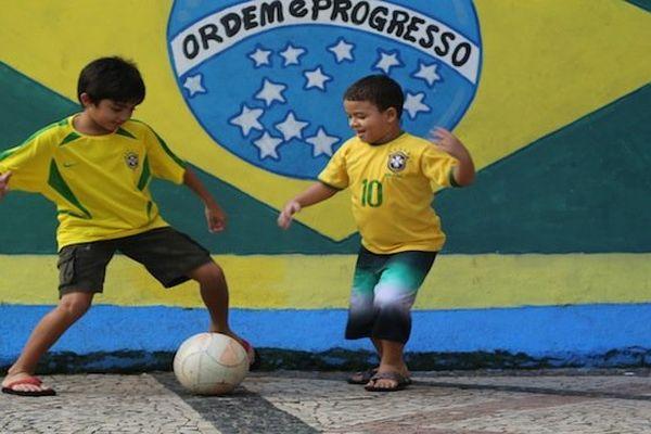 enfants Brésil foot