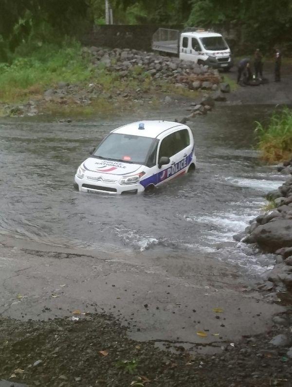 Police bloquée Rivière Saint Denis