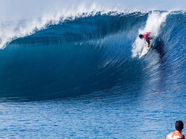 Michel Bourez s'est qualifié pour le 2e round Billabong Pro Tahiti