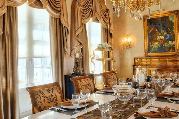 Salle à manger du château des palmiers