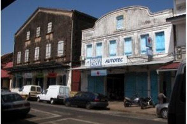 En 2003, l'ancien garage Castex, puis Grenier vend encore des motocyclesà la rue Monnerville