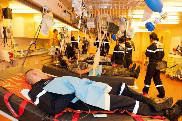 Hôpital du Porte-hélicoptère amphibie Dixmude