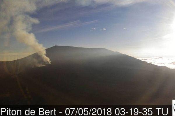 Eruption depuis le Piton de Bert 7 mai 2018