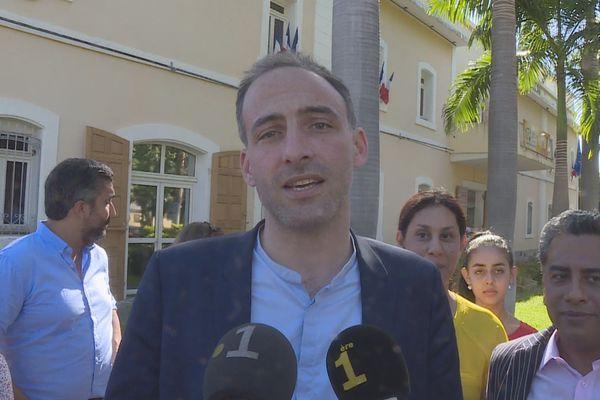 Raphaël Glucksmann en campagne à La Réunion pour les Européennes