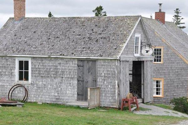 Les nombreux bâtiments acadiens d'antan offrent une expérience touristique unique