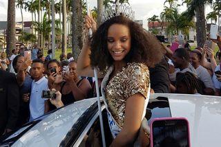 Alicia Aylies lors du défilé à Cayenne
