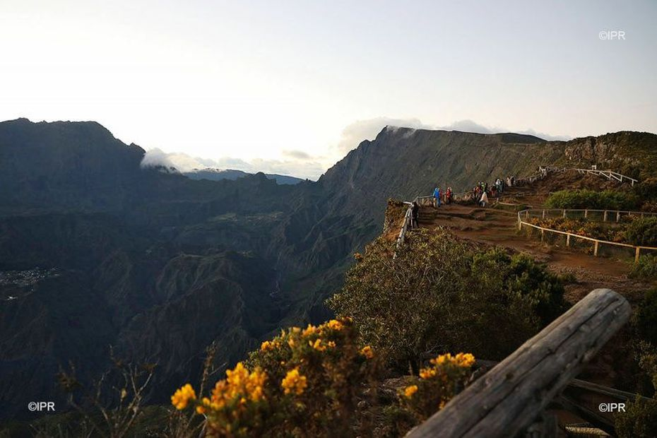 Après deux mois de travaux, le belvédère du Maïdo sera à nouveau accessible le 5 mars - Réunion la 1ère
